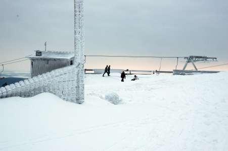 Schneewehen an der Bergstation
